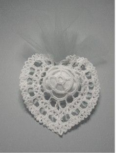 crochet heart favor with diagram