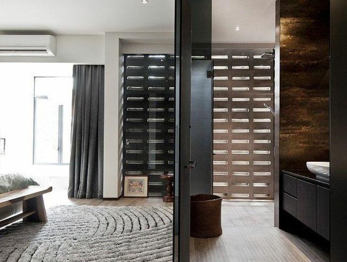 0-joli-design-de-portes-placard-persiennes-en-bois-de-couleur-gris-dans-la-chambre-a-coucher-grise