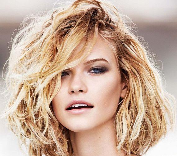 Ennek a frizurának nagy előnye, hogy elég, ha diffúzorral megszárítod, különösebb formázást nem igényel.