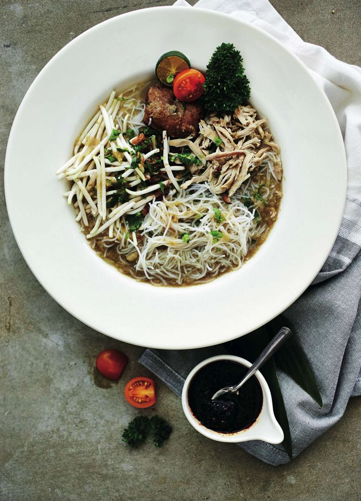 Bee Hoon Soto - Singaporian chicken noodle soup