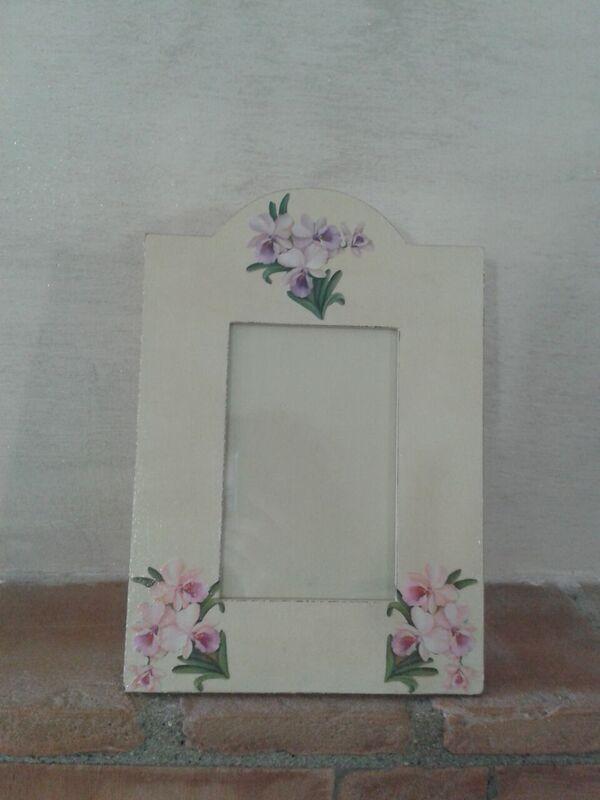 Cornice beige e fiori lilla/rosa_By Vale Decò