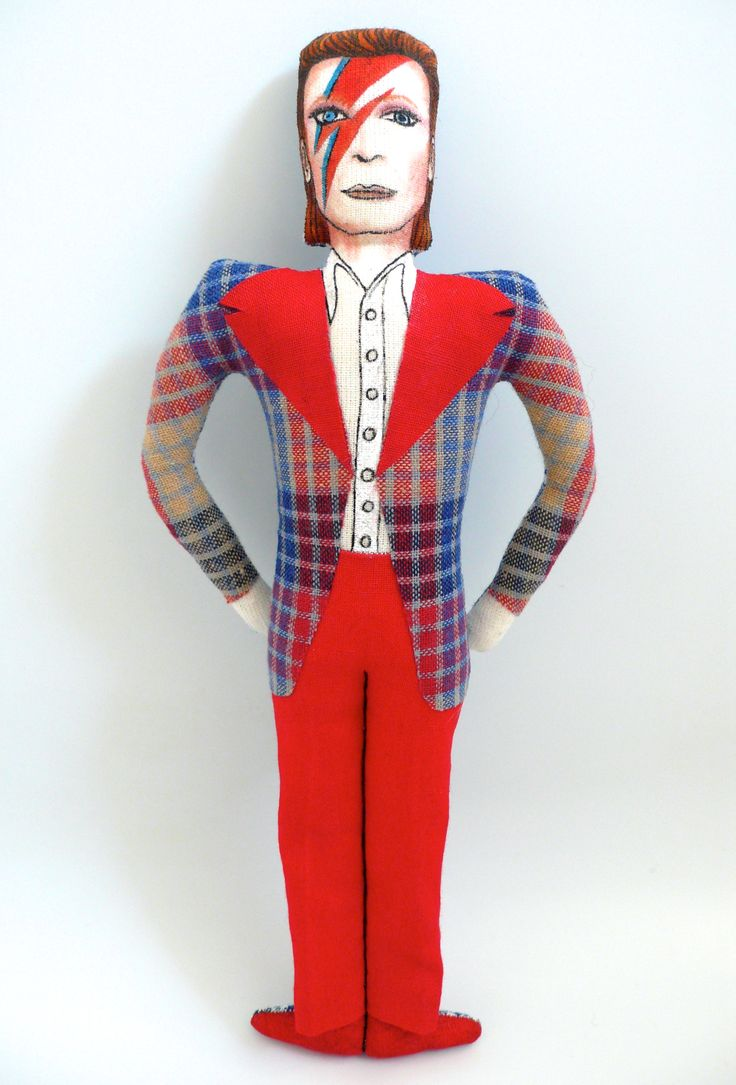 David Bowie, poupée peinte et dessinée aux feutres textiles, vêtements en tissu vintage, période Ziggy Stardust, 1972-1973 - Un Radis m'a dit - Boutique https://www.alittlemarket.com/boutique/un_radis_m_a_dit-815807.html
