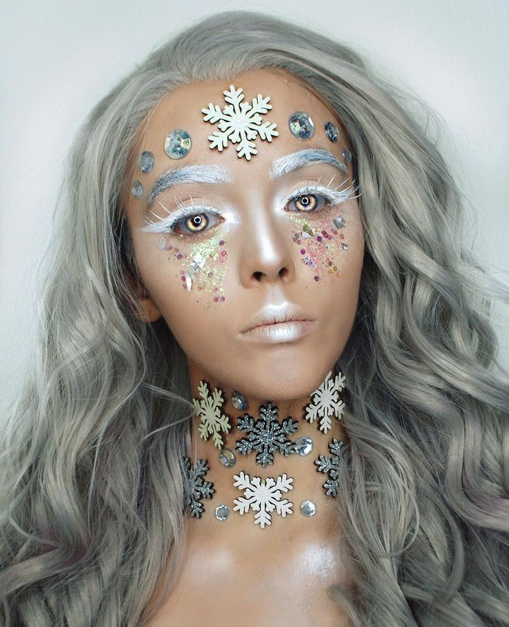 Keziah Saunders (@artbeautychaos) is giving us chills with this winter makeup look using Illamasqua skin base foundation #illamafia
