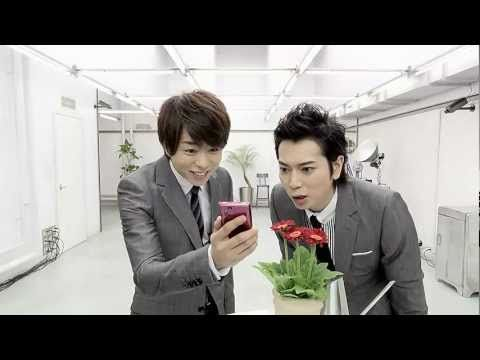 Arashi! <3 Nino taking pictures of the bunny, so cute!