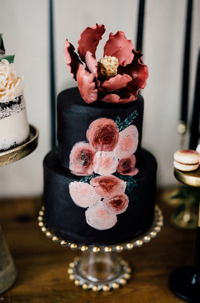 Black wedding cake  | Simply Lace Photography