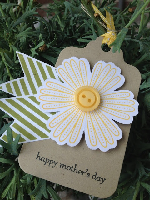 Margriet Creatief happy mother's day tag Mixed Blossom, love the banner leaves!