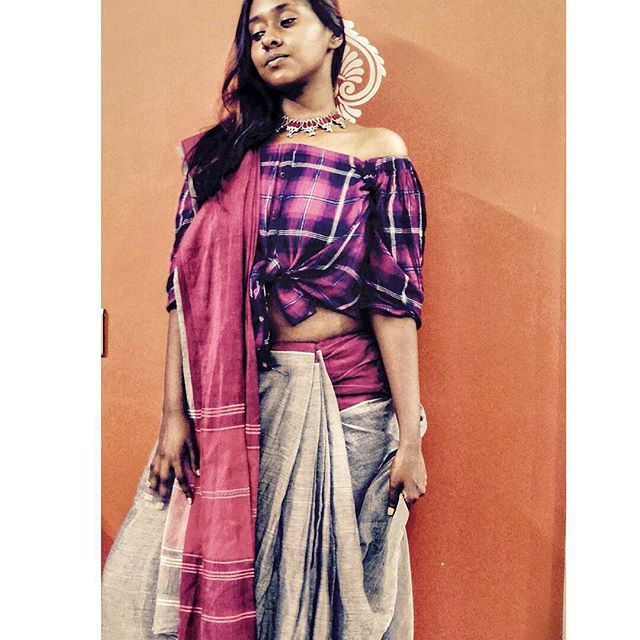 from @sareetellingstories -  Just ignore my no so bright face, the grey saree was paired with an off shoulder crop shirt. Drapped in siddha pallu style.  Do drop your feedback and yes let me know if you want me to drape in any particular style!  #sareestellingstories #navratri2017 #greysaree #shirt #fashion #instagood #instagram #instadaily #beautiful #me #photoshoot #photography #photooftheday #fashiongram