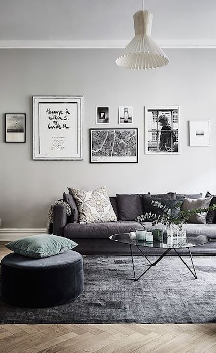 There's nothing like using black and white for your home decor. The frames here look utterly fantastic and fit right in! ---------- #gallery #wall #home #decor #black #white #picture #frames #art #artwork