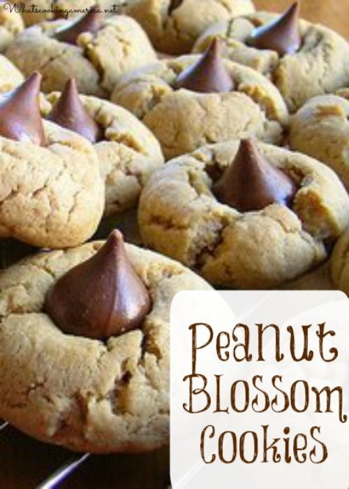 Peanut Blossom Cookies Recipe - Peanut Butter Kiss Cookies  |  http://whatscookingamerica.net  | #peanut #butter #blossom #kiss #cookies #christmas