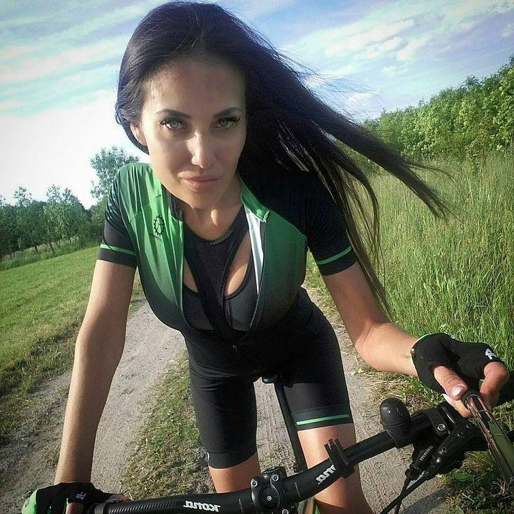 "267 mentions J'aime, 3 commentaires - #biking_women beauty in motion (@realbikergirls) sur Instagram : ""@Regrann from @girl_on_bikes - Zmęczona ale szczęśliwa @martombike ❤#cyclinggirl #cycling #model…"""