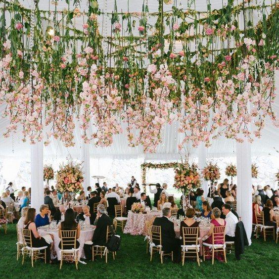 hanging flowers wedding decor / http://www.himisspuff.com/wedding-flower-decor-ideas/5/