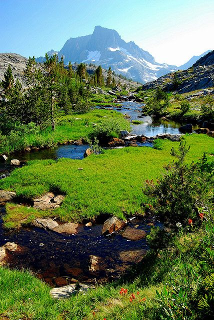On the trail to Thousand Island Lake in Ansel Adams Wilderness of the High Sierra, California.