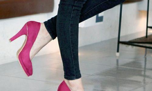足元を綺麗に見せてくれるスエード素材の靴。パンプスでほんわか可愛い女子に♡ #pool #ファッション