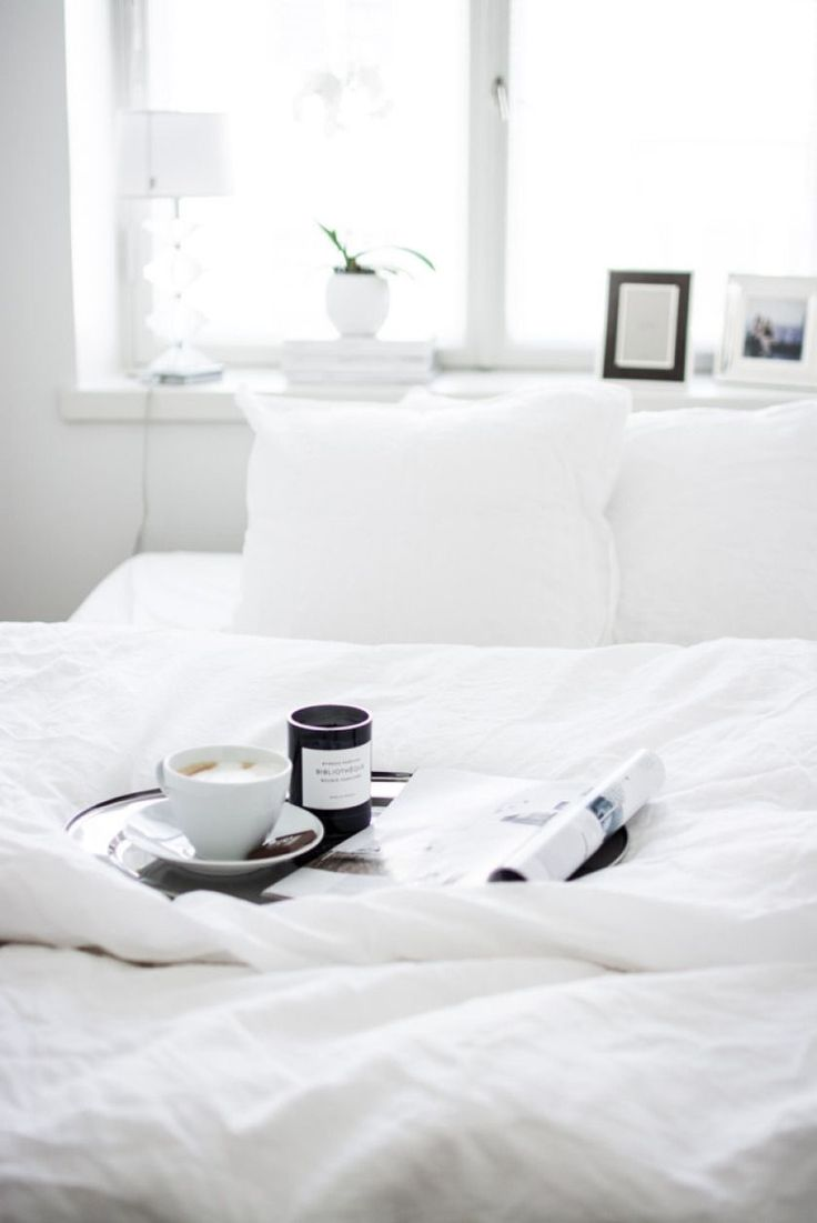 find similar white linen bedding at Natural Bed Company: http://www.naturalbedcompany.co.uk/shop/bedding/linen-bedding/