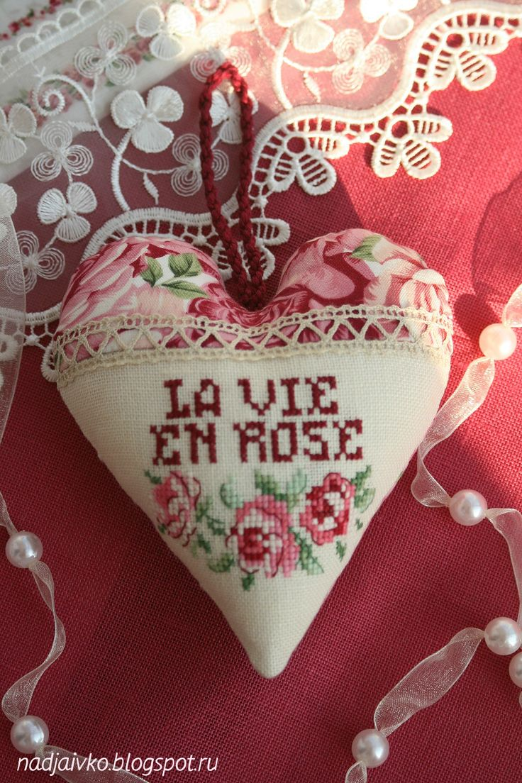 cross stitch heart/ la vie en rose / coeur - point de croix  / Veronique Enginger