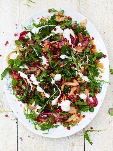 Как приготовить салат с индейкой  Как приготовить салат… ну да – знают все! Джейми представляет рецепт, как приготовить салат с индейкой и необычной заправкой, а именно теплой.