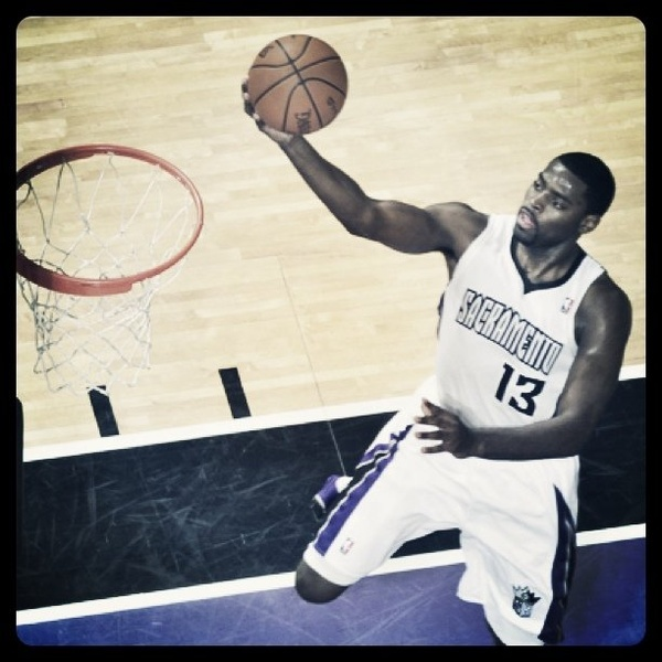 Tyreke Evans glides toward bucket. (Photo: Rocky Widner)