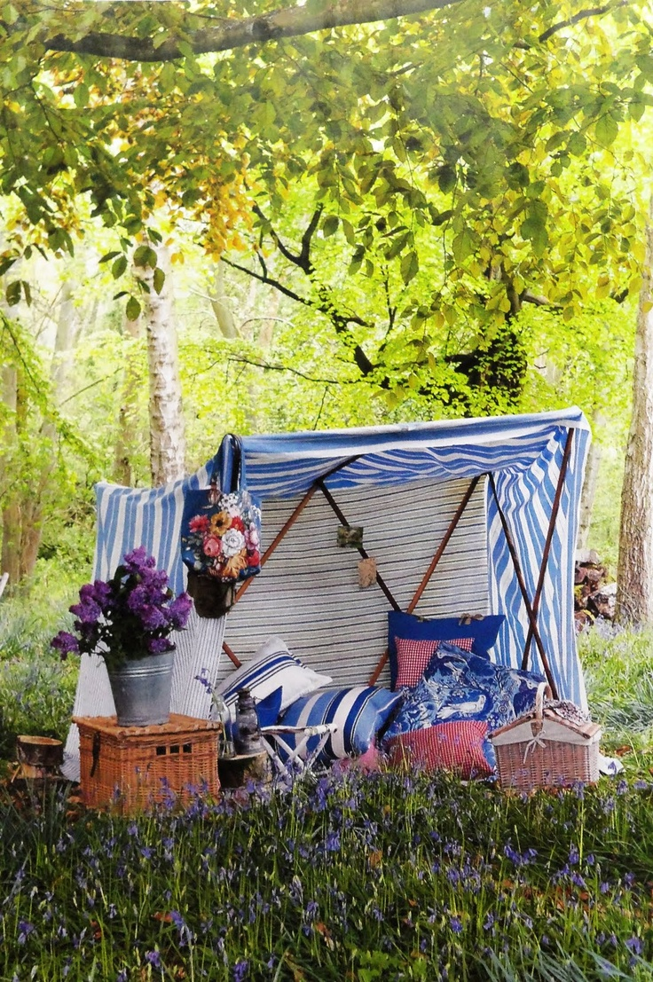 If you prefer to stay out of the sun, you can create a charming and romantic space using some lightweight sheets or towels from home #WedgwoodPicnics