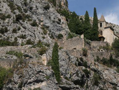 Moustiers Saint Marie, il borgo della stella sospesa