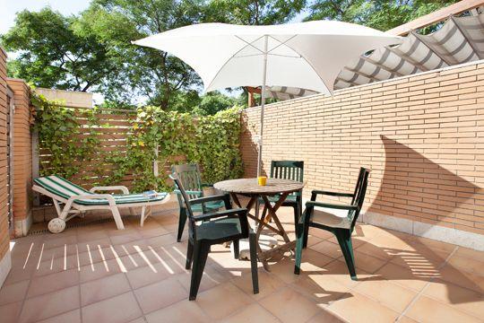 COCOON BARCELONE APPARTEMENTS - Voici un des appartements avec piscine en location situé dans le quartier olympique de Barcelone (J.O. 1992). Idéalement placés proche de la plage et du centre ville, ces appartements avec piscine offrent un accès facile aux charmes de Barcelone. Sa terrasse privée vous offre le soleil en plus.