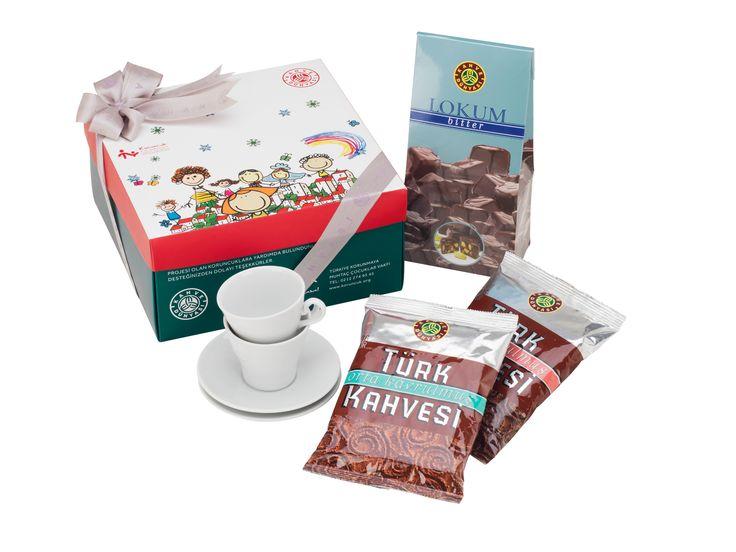 Kahve Dünyası, Türkiye Korunmaya Muhtaç Çocuklar Vakfı'na (TKMCV) mağazalarında yer verdiği Koruncuk İyilik Kutusu ile destek veriyor. Gelirinin tamamının vakıfa bağışlandığı iyilik kutularından alarak siz de korunmaya muhtaç bir Koruncuk'un bakımına destek olabilirsiniz.