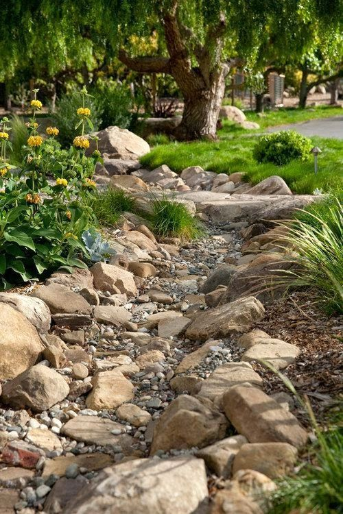 Best 25 dry riverbed landscaping ideas on pinterest dry for Landscaping a small hill