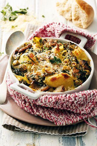 Pastagebak met olywe, spinasie en kaas