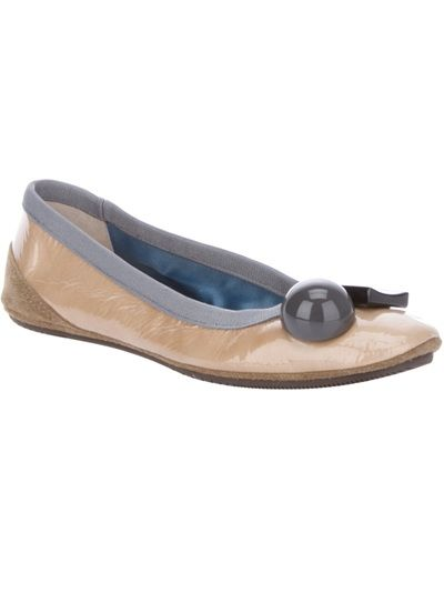 Gold-tone leather Becky ballet pump from Dove Nuotano Gli Squali featuring a round toe with a circular detail and a metallic square detail, a rubber sole and a grey suede trim.