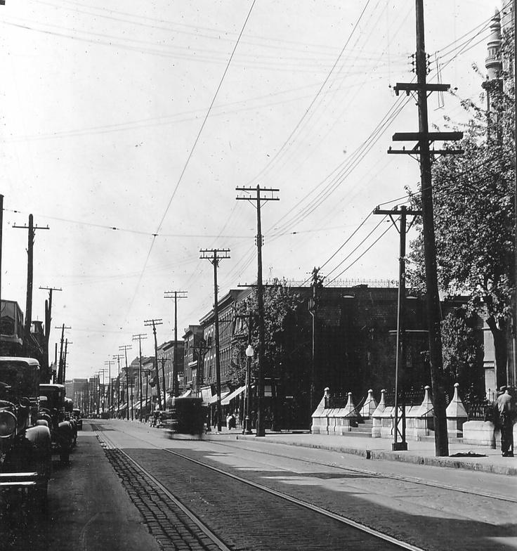 Rue Ontario et rue de Maisonneuve (devenue rue Alexandre-de-Sève) [1935]