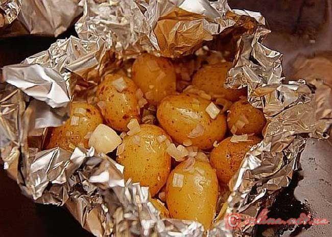 Картофель, запеченный в фольге – запеченный молодой картофель