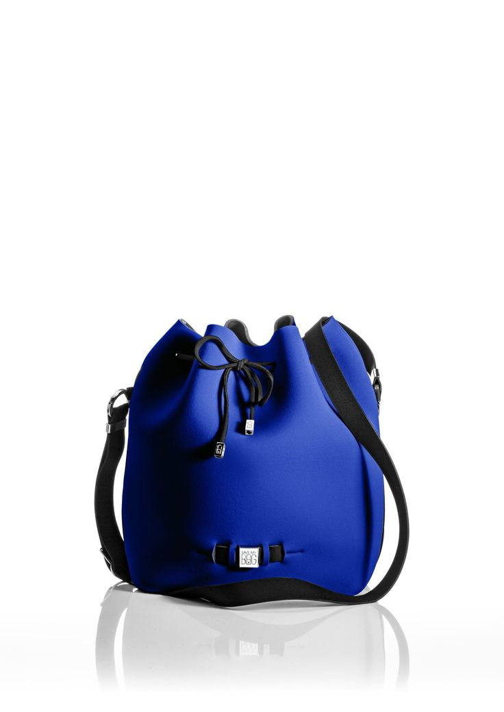 The Bubble is your bucket bag wardrobe staple.  A must-have style alongside totes and cross-bodies for the woman on the go.  With its drawstring closure, side zipper, adjustable strap and spaciousness, this is a practical day-to-day bag or one to take with you on travel adventures!   Size  240x175x30 mm  320g  Made in Italy  Vegan Friendly  Made from Poly-Lycra Fabric   Cobalt Blue