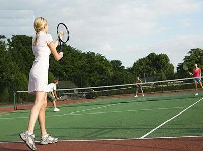 Quieres saber como jugar tenis de forma fácil, rápida y divertida? Mejora tu juego con ayuda de estas técnicas especiales, juega como los profesionales! CLICK AQUI: www.comojugartennisfacilmente.blogspot.com/2011/06/como-jugar-tenis-algunos-puntos.html