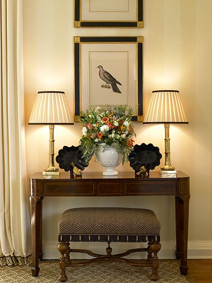 Entry....I love the table, the lamps with the dark accents and the traditional look of the bench.