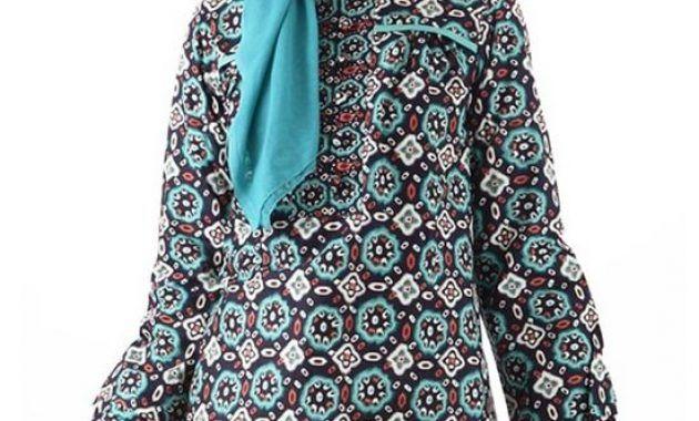 Model Baju Batik Kantor Wanita Berjilbab Modern
