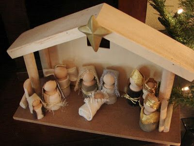 I fell in love with this Spool Doll Nativity from { Holes in my Shiny Veneer }.  Here's { part 2 } of her adorable nativity, in case you'...