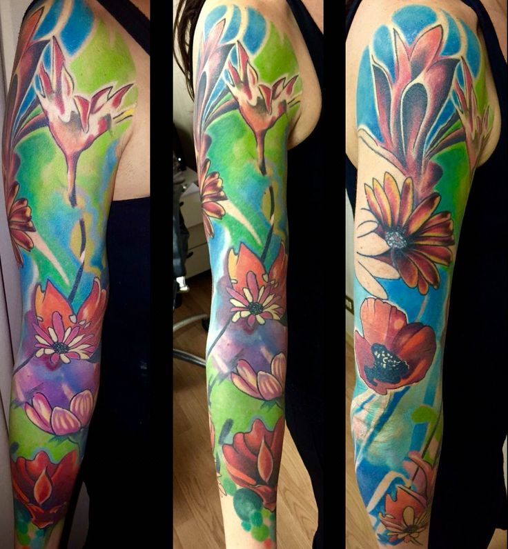 New Tattoo new story ... Floral pop art, work in progress done with #worldfamousink and #revolutionneedles #piacenza #tattoolumiere #micheleturco #popart #fiori #colori #newstyle #fullarm