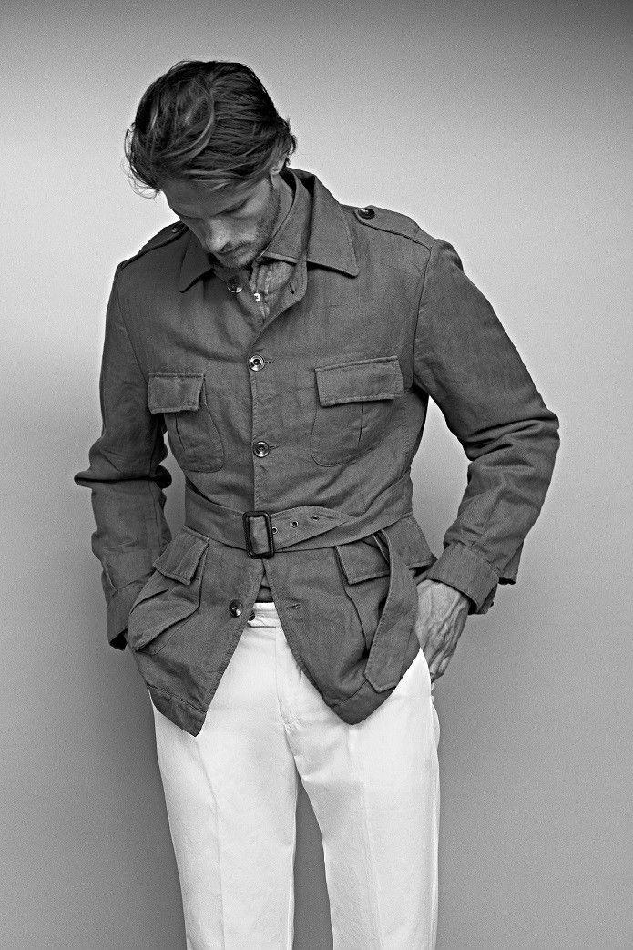 Jaketa London bej...cu pantaloni albi si loaferii degrade sau bej..sau cei de golf