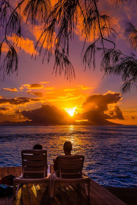 Pôr-do-sol em Punaauia, Taiti, Polinésia Francesa.