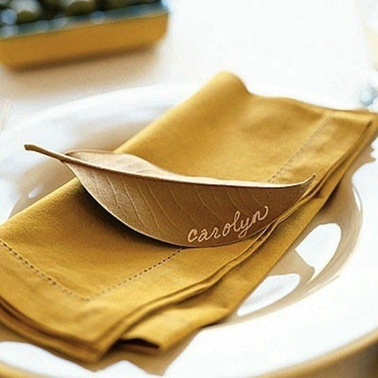 Writing on a leaf for place cards at a dining table, so simple, so effective #fall #rustic