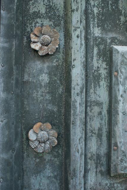 doors of Italy Photo Heather Ross - pinned from her own pinterest board https://nl.pinterest.com/naturaleclectic/italy-through-my-lens/ - but link to blog not working anymore