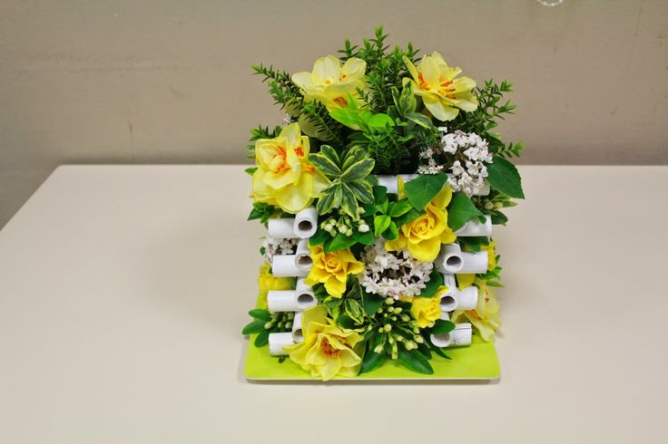 ART FLORAL BREAL: bouquet dans une structure