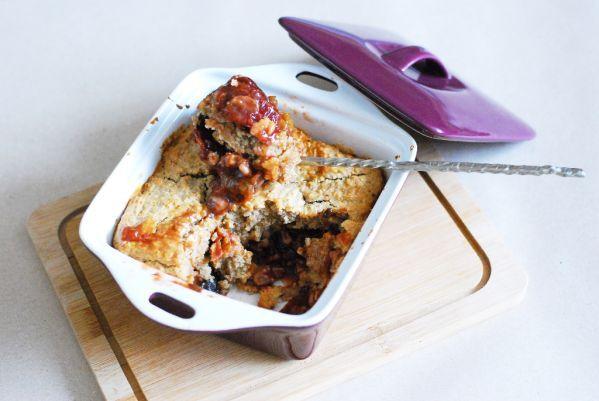 Fotorecept: Slivkovo-orechový cobbler - Cobbler je chutný ovocný koláč typický pre írske a britské krajiny. Je to vlastne ovocie zakryté úžasným, krehkým cestom :) Variácií je veľmi veľa, ja som sa rozhodla pre slivky a orechy :)