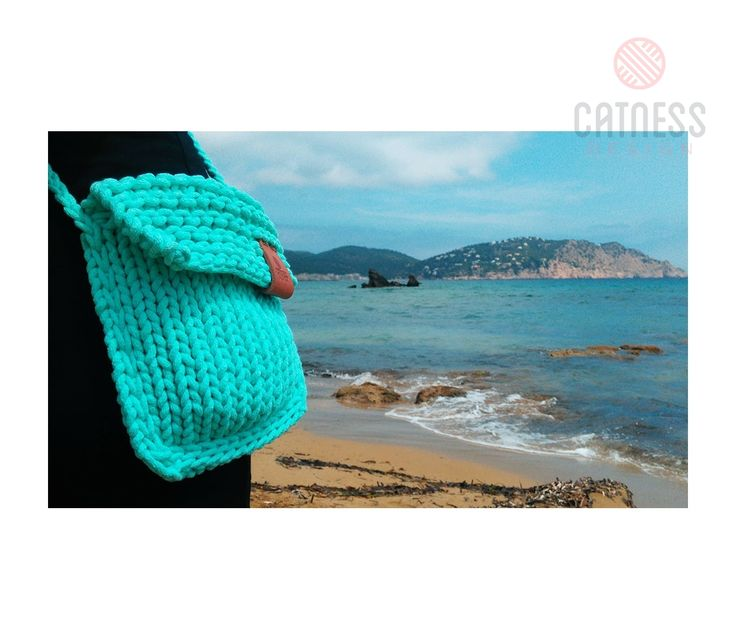 Hand-knitted cross body bag B122 mint | CatnessDesign