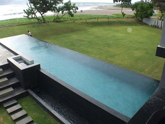 20 meter infinity edge pool private house batu in bali for Pool edges design