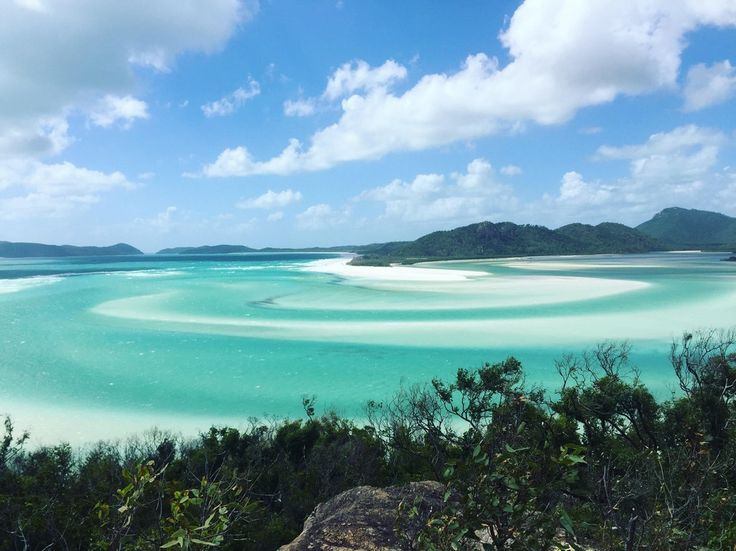 Went on a sailing trip and this was the highlight. Whitehaven Beach, Queensland, Australia [OC] 3264x2448 : EarthPorn