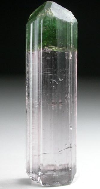 + Elbaite Tourmaline. Turmalin. Borokrzemian sodu, magnezu, żelaza itp. Achroit - turmalin bezbarwny, verdelit - zielony.