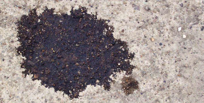 Olievlekken op de vloer van je garage? Laat die even weken in cola en spoel af met water.