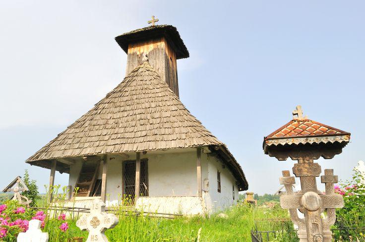 """Biserica de lemn """"Sf. Voievozi""""(sec. XVIII), cartier Vlădoi, oraș Novaci,"""