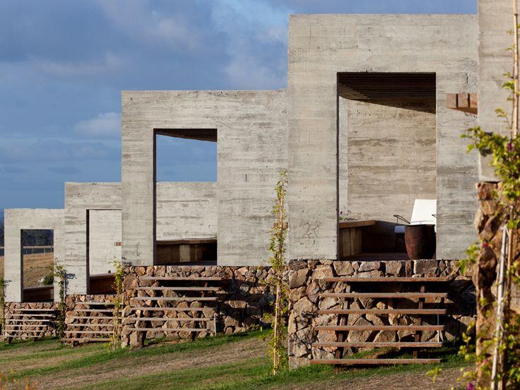 Com projeto arquitetônico assinado por Isay Weinfeld, o primeiro Hotel Fasano fora do país alia a elegância rústica do campo uruguaio com a ...