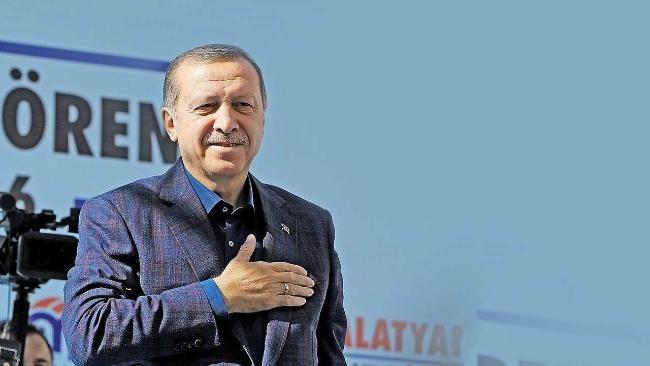 Abkommen mit der Türkei | Was, wenn Erdogan den Flüchtlingsdeal platzen lässt? http://www.bild.de/politik/ausland/recep-tayyip-erdogan/das-passiert-wenn-die-tuerkei-den-fluechtlingsdeal-platzen-laesst-45718584.bild.html Zoff um Visa-Freiheit und Türkei-Deal | Erdogan droht uns mit neuer Flüchtlingswelle http://www.bild.de/politik/ausland/recep-tayyip-erdogan/droht-der-eu-mit-einer-neuen-fluechtlingswelle-streit-um-visa-45766252.bild.html